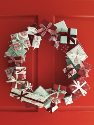 04-mini-present-wreath-mdn-86473356